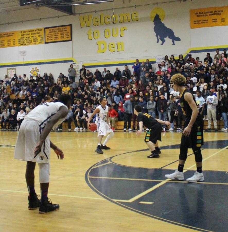 Boys+basketball+team+advances+to+playoffs