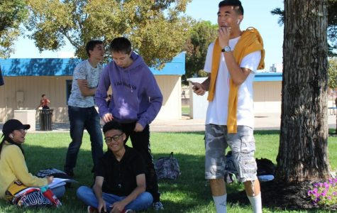 Students eat lunch under limited shade.  Photo by Jovana Centeno.