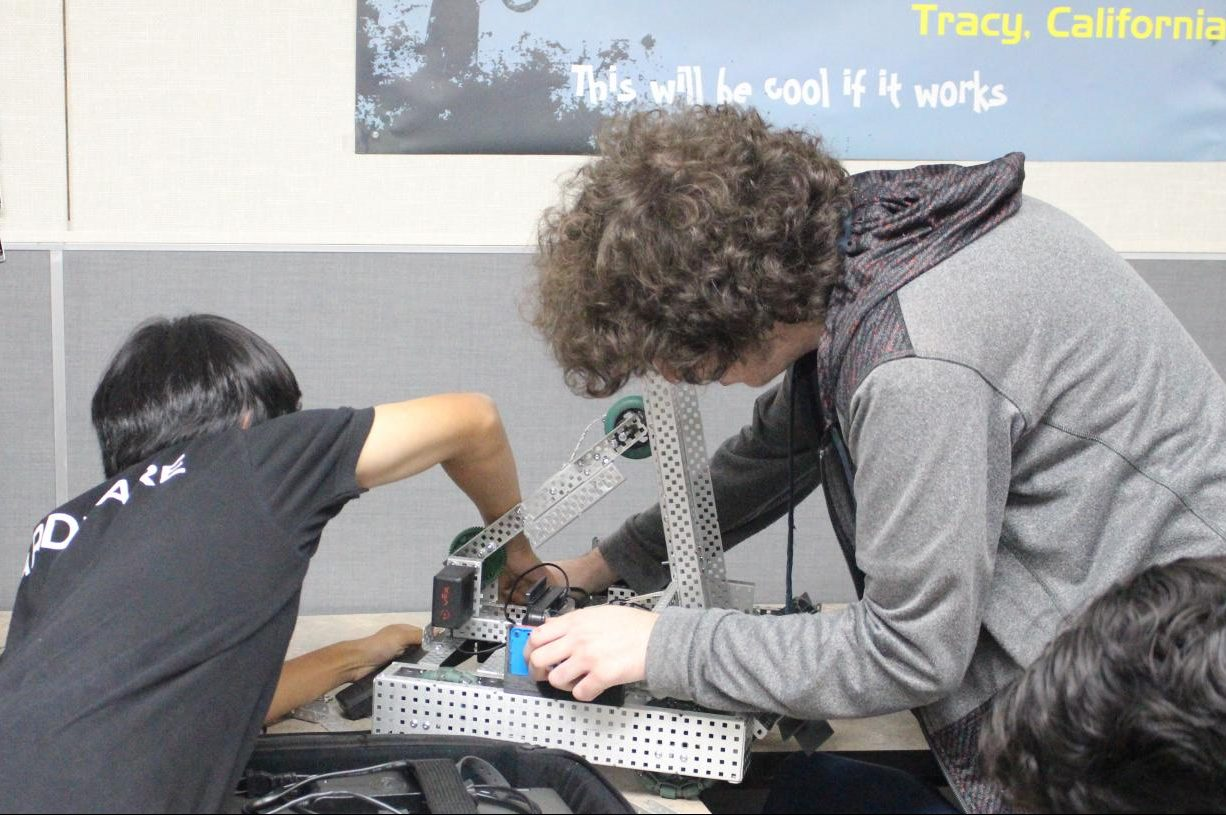 Junior Matthew Leung and senior Jayce Thorburn work on a robot for an upcoming tournament. Photo by Veron Hollins.